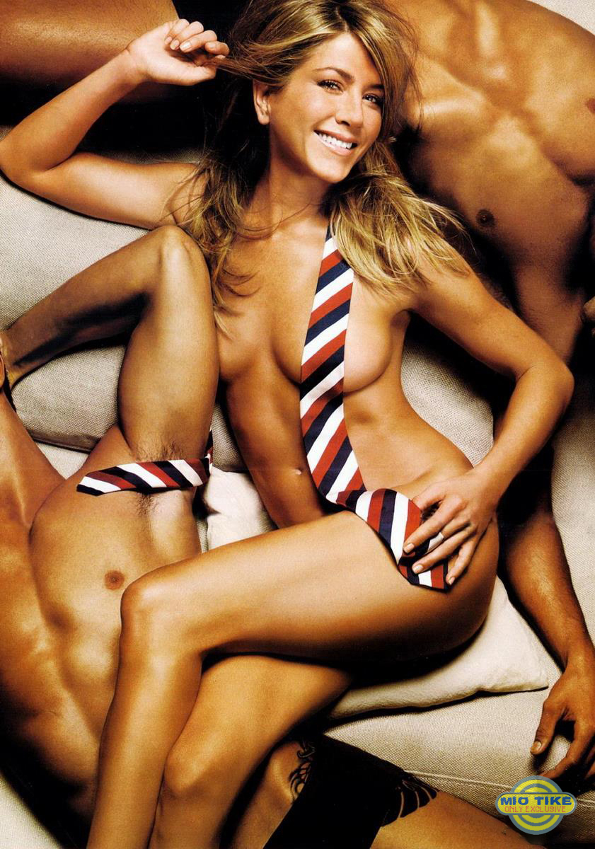 Jennifer aniston poses nude for gq