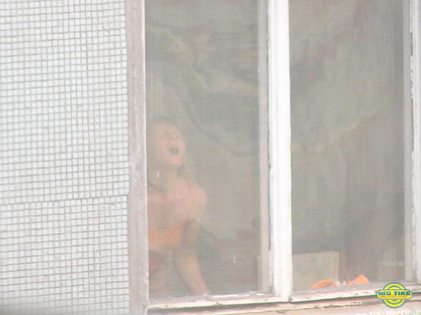 pizda-v-okne