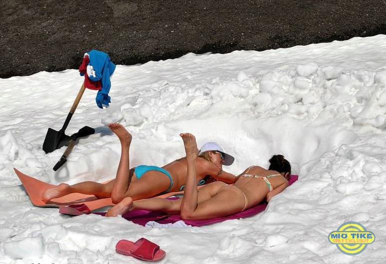 Горячие девушки загорают зимой (25 фото)