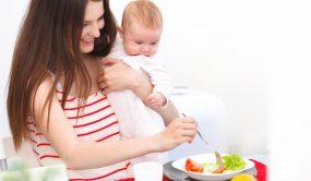 Как сбалансировать питание кормящей матери