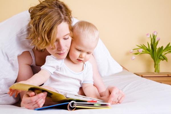 Как нужно читать книгу с ребенком, на что обращать внимание при чтении с малышом