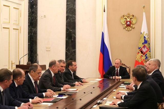 Путин обсудил с Совбезом отношения с Белоруссией