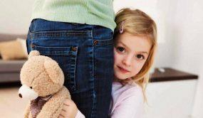 Детская застенчивость, причины и методы борьбы с ней