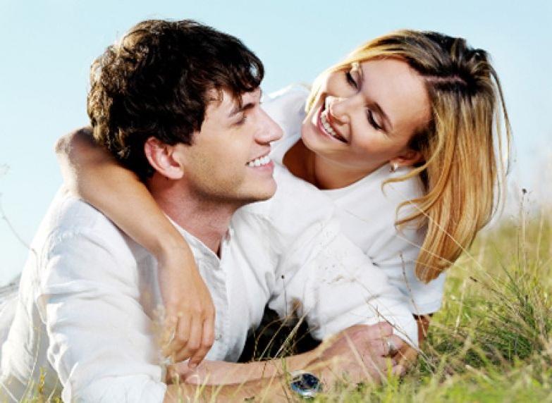 отношения с молодым парнем, влияние возраста партнеров на их отношения