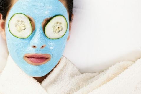 свойства голубой глины, маски для лица с голубой глиной.