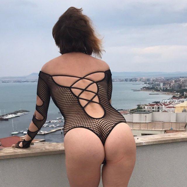 Наталья Штурм в топлесс отдыхает в Болгарии