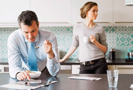 как исправить мужа трудоголика