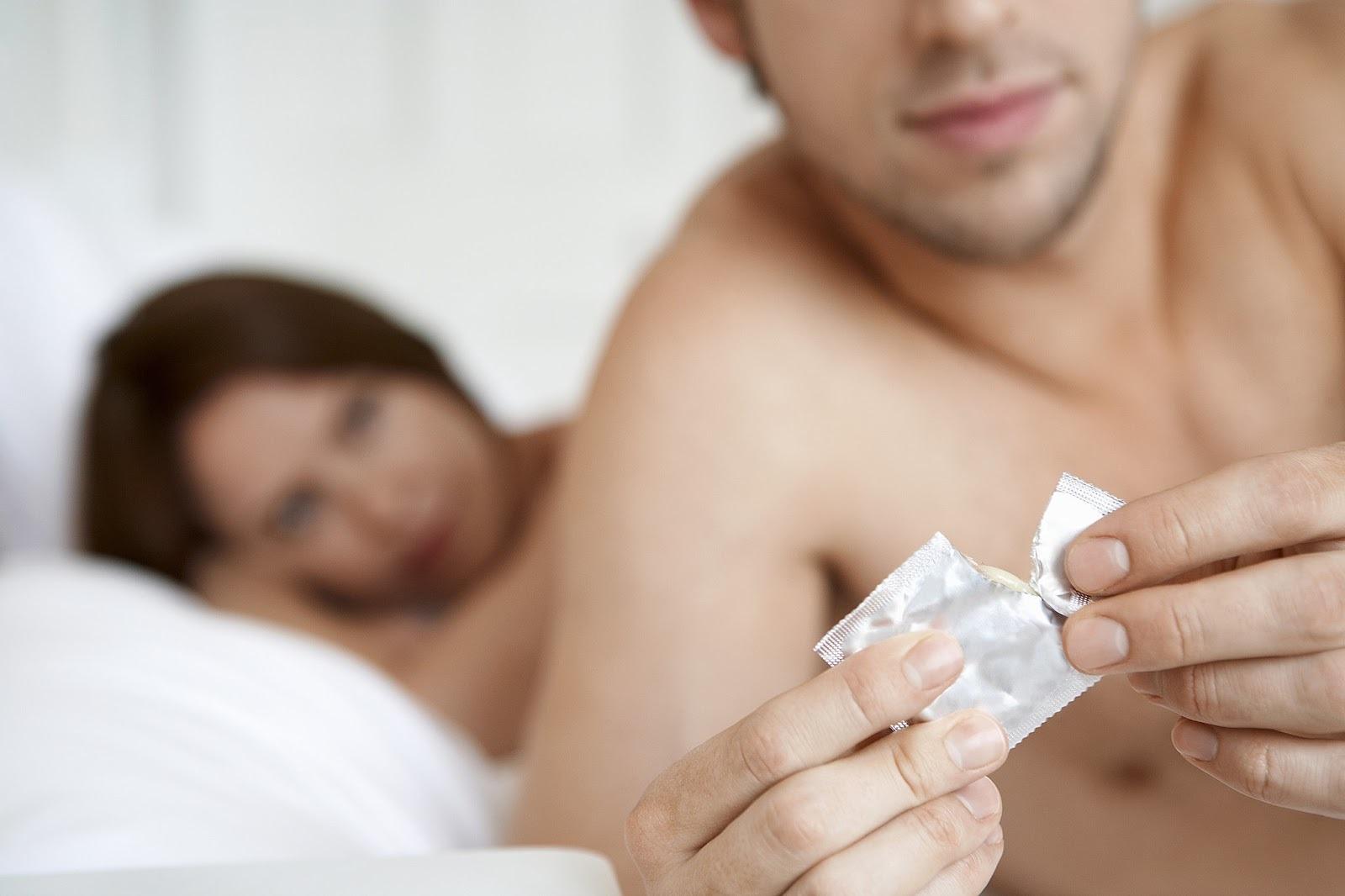 Если мужчина отказывается от презерватива