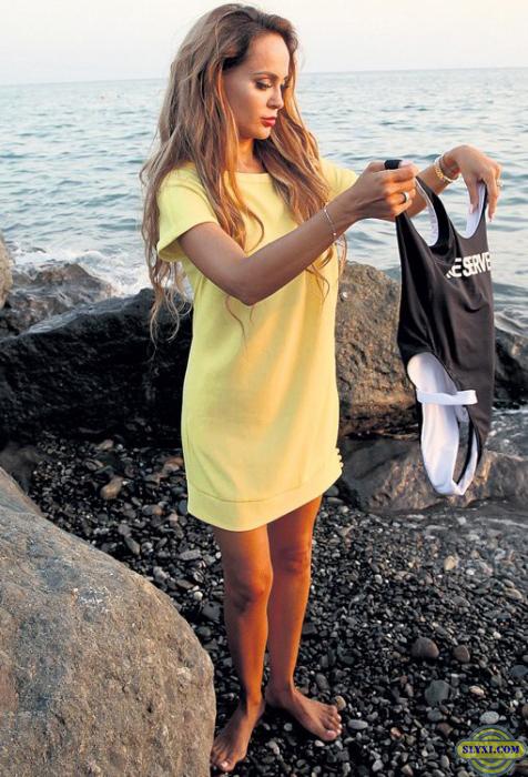Анна Калашникова разделась догола на пляже в Сочи