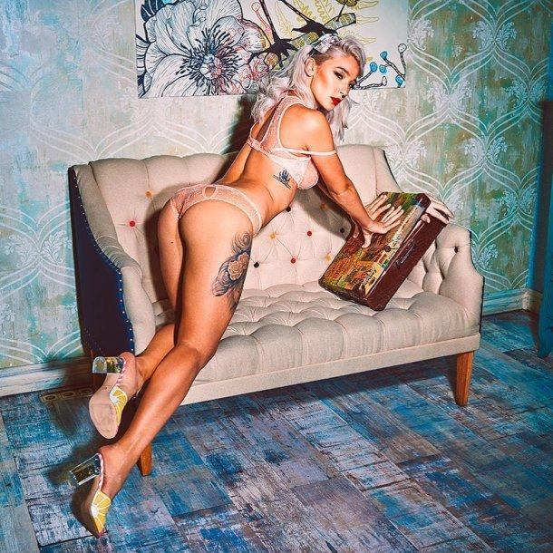Настя Ивлеева вновь разделась для журнала Maxim