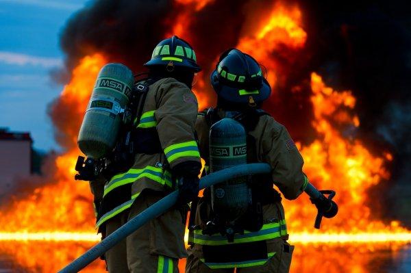 В Дербенте удалось ликвидировать пожар на продуктовом рынке