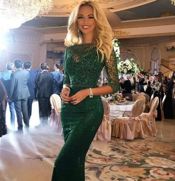 Виктория Лопырева выглядит ужасно без фотошопа