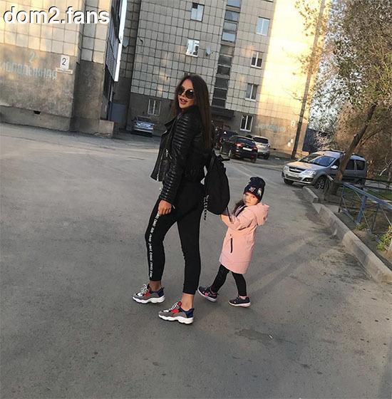 Саша Шева на Острове заскучала без дочери