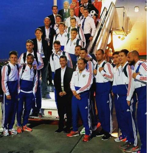 Сборная России прилетела в Москву после триумфальной победы над Египтом