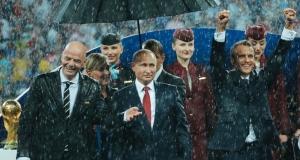 СМИ назвали Путина главным в мире после инцидента с зонтом