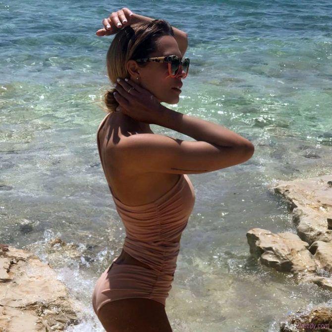 Мария Горбань в купальнике