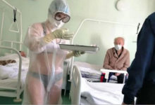 Photo of Медсестра в купальнике из Тулы продолжает сводить с ума весь мир