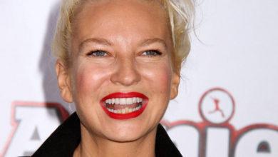Photo of 44-летняя певица Sia стала бабушкой