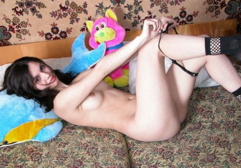 Девушка из социальной сети на кровате