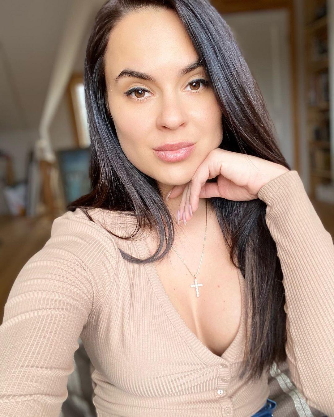 Автоблогер Анна (anna.motors)
