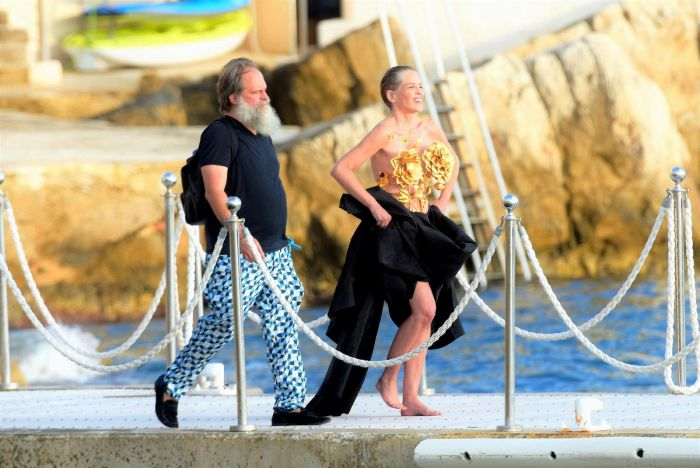 63-летняя американская актриса Шэрон Стоун (Sharon Stone) показала грудь